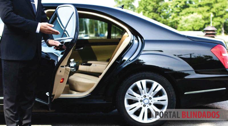 transporte de executivo em veículo blindado